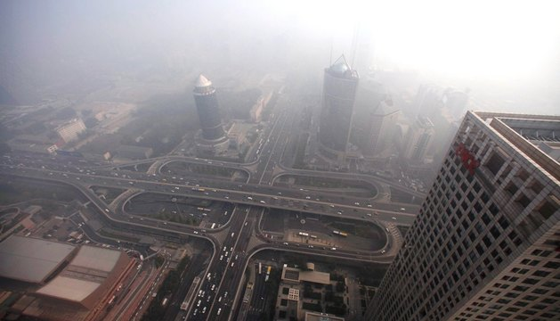 Nubes de contaminación en una zona de rascacielos de Shanghái en octubre de 2011.