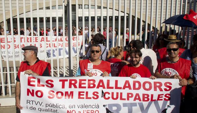 Los trabajadores de RTVV protestan.