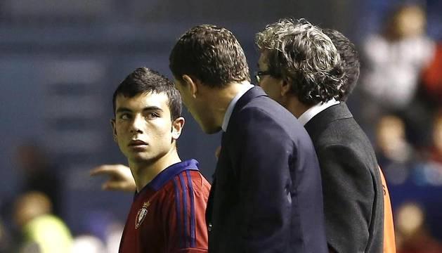 Imágenes del encuentro correspondiente a la 12 jornada de la Liga BBVA disputado entre Osasuna y Almería en el estadio de El Sadar. Victoria visitante gracias al tanto de Rodri.