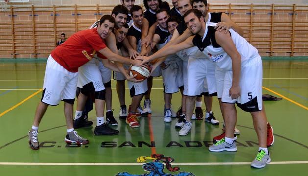 Varios del los jugadores de C.B. El Navarrico San Adrián