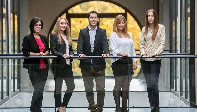 Desde la izquierda, Clara Marcos, Amaia Ugarte, Hugo López, Laura Torrano y Beatriz Aguinaga.