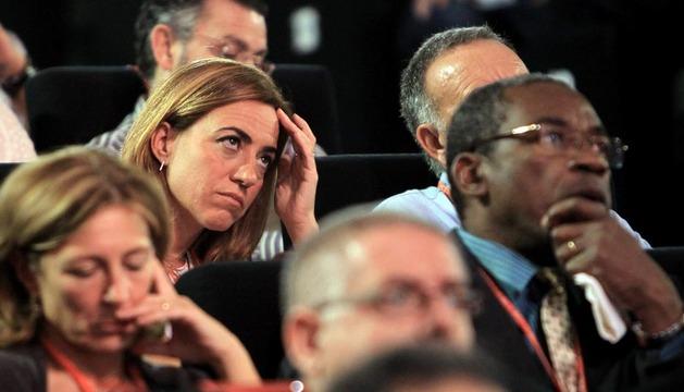 La exministra socialista Carmen Chacón (c) durante la conferencia política del PSOE