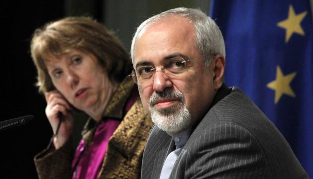 La jefa de la diplomacia europea, Catherine Ashton, y el Ministro iraní de Exteriores, Mohammad Javad Zarif, este domingo durante la reunión en Ginebra