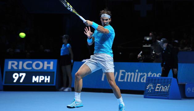 El tenista Rafael Nadal, durante el partido de este domingo contra Roger Federer en Londres.