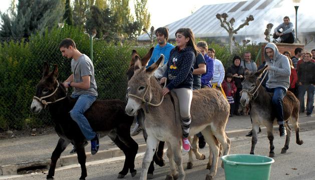 La carrera de burros atrajo a mayores y pequeños.