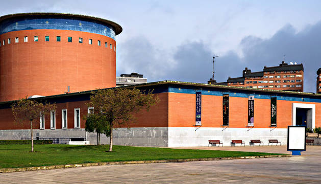 El edificio del Planetario de Pamplona, junto al Parque de Yamaguchi