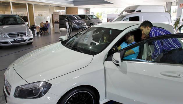 El concesionario navarro Gazpi Mercedes en Tajonar. ARCHIVO