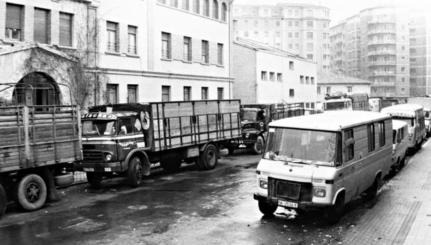 Imagen de archivo de varios camiones y medios de transporte navarros