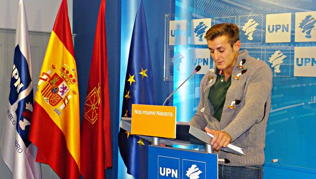 Nacho Igea, presidente de Juventudes de UPN, durante la rueda de prensa en la que presentó las jornadas