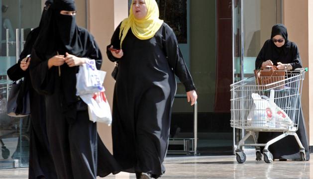 Varias mujeres en un Centro Comercial en Arabia Saudí.