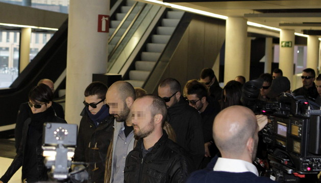 Veinte compañeros acudieron a acompañar a cuatro de los mossos d'esquadra imputados por la muerte del empresario Juan Andrés Benítez.