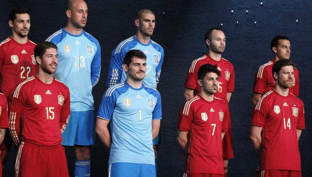 Los jugadores de la selección, con la nueva camiseta