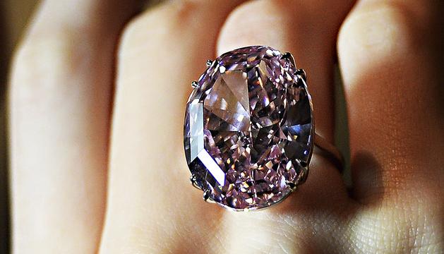 Imagen de la 'Pink Star', el diamante rosa que fue subastado por Sotheby's de Ginebra (Suiza)