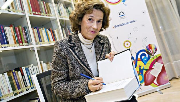 La periodista y escritora firmó algunos libros para sus lectores, al comienzo y al final del encuentro
