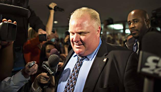 El alcalde de Toronto, Rob Ford, llega a su despacho de la Alcaldía