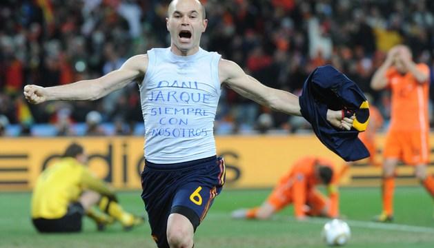 Iniesta celebra el gol de la final del Mundial
