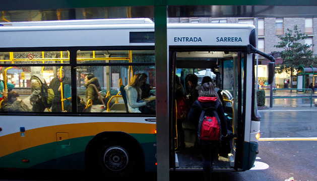 Villavesa en Burlada en la primera jornada de paros