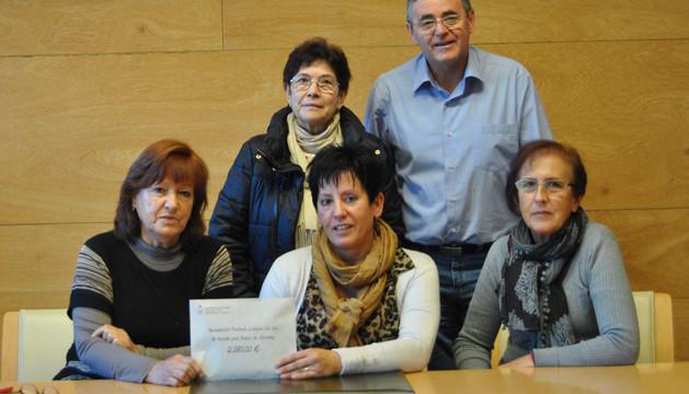 Sentadas, desde la izda.: Nieves Pérez, M. José Elizondo y Conchi Sanz. De pie, Ascen Goñi y Antonio Gila.