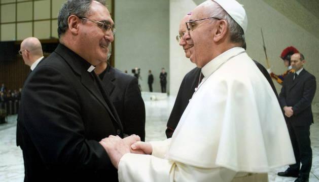Gil Tamayo, con el Papa Francisco en una audiencia en El Vaticano