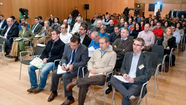 Público asistente a la jornada matinal de la I Feria de biomasa forestal de Navarra