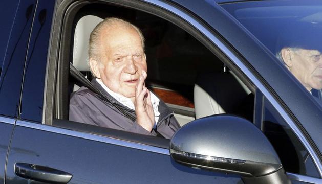 El Rey Juan Carlos, a su llegada hoy al Hospital Universitario Quirón de Madrid.