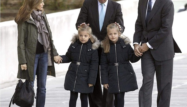 La Familia Real visita al Rey en el hospital