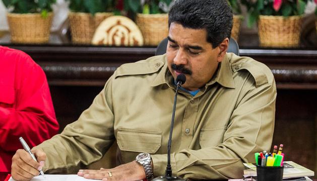 El presidente de Venezuela, Nicolás Maduro, durante la firma de la Ley Habilitante el pasado martes.