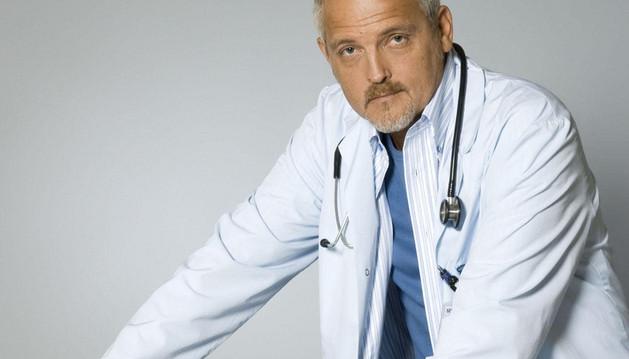 El actor Jordi Rebellón en su papel de Vilches en 'Hospital Central'