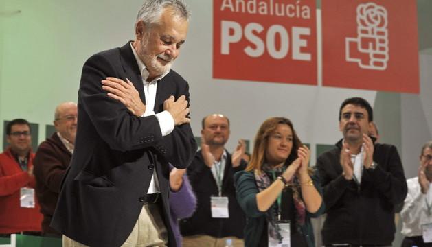 El secretario general saliente José Antonio Griñán, se despide durante el congreso