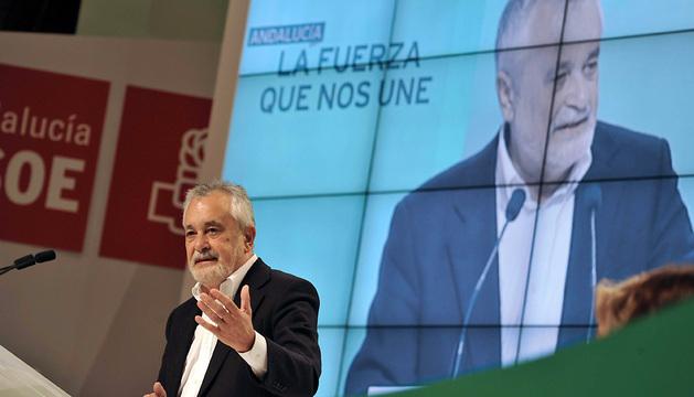 El expresidente de la Junta José Antonio Griñán durante su intervención este sábado en el congreso extraordinario del PSOE-A.