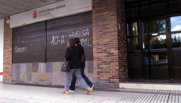 Sede del Servicio Navarro de Salud en la calle Irunlarrea