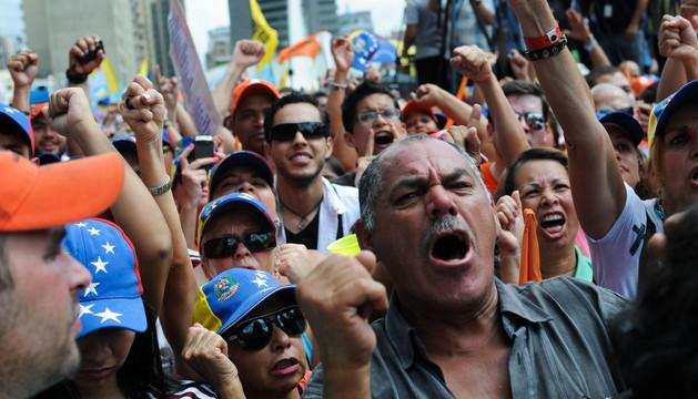 Varios manifestantes este sábado en Caracas