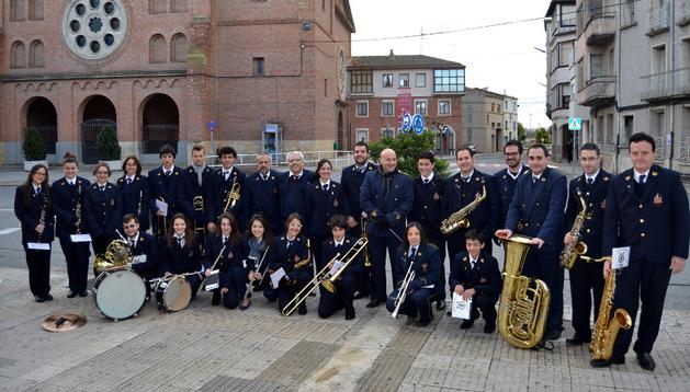 El pasacalles de la banda de música comenzó en la plaza Vera Magallón y desde allí recorrió los diferentes barrios del municipio
