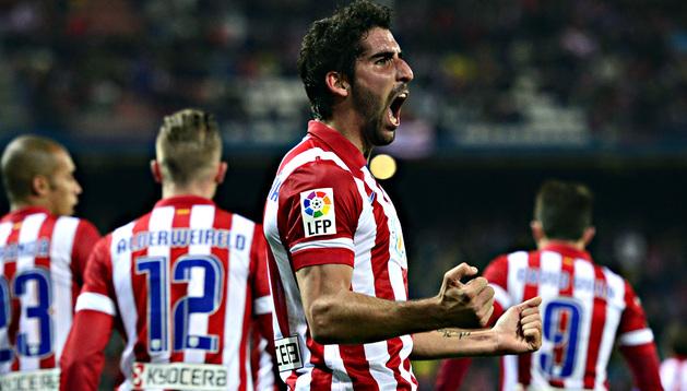 Raúl García celebra uno de sus goles al Getafe