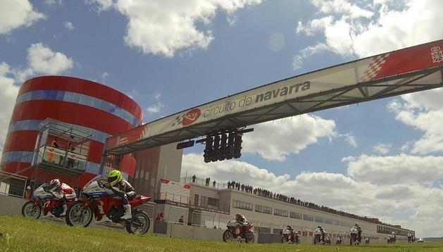 Carrera de motociclismo en el circuito navarro.