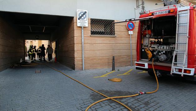 Los bomberos de la capital ribera, en las labores de extinción del fuego