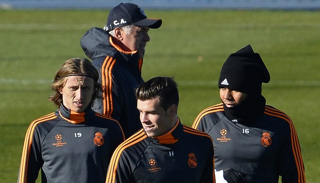 Modric, Bale y Casemiro, delante de Ancelotti