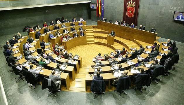 El Salón de Plenos ha acogido este martes la celebración de un Pleno que, organizado con motivo de la festividad del 'Día de Navarra', ha tenido como protagonistas a organizaciones del ámbito de la economía social, quienes han debatido y votado 50 propuestas relativas a la situación del sector.