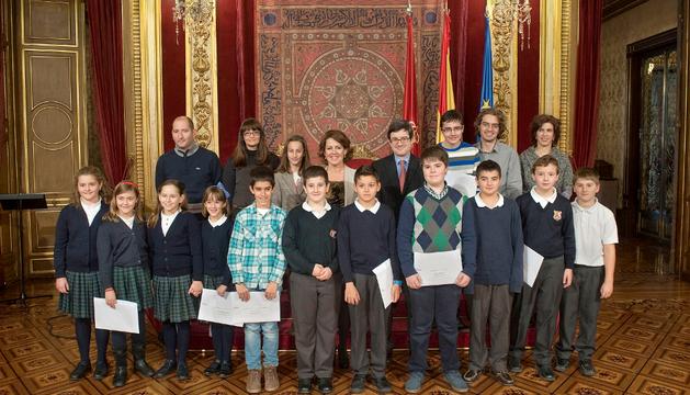 La Presidenta Barcina y el consejero Iribas con los alumnos premiados