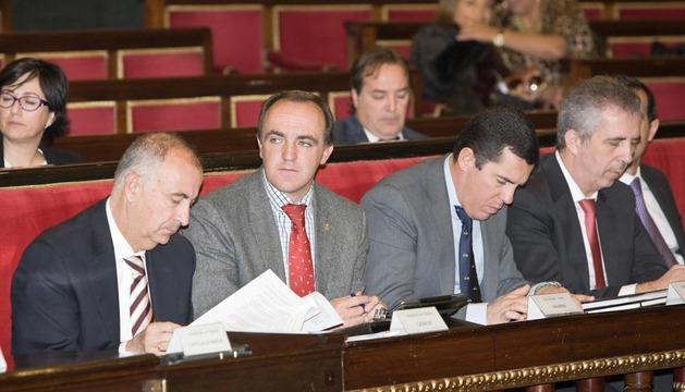 El consejero de Administración Local, José Javier Esparza (2º izda.) en la Comisión General de las Comunidades Autónomas en el Senado.