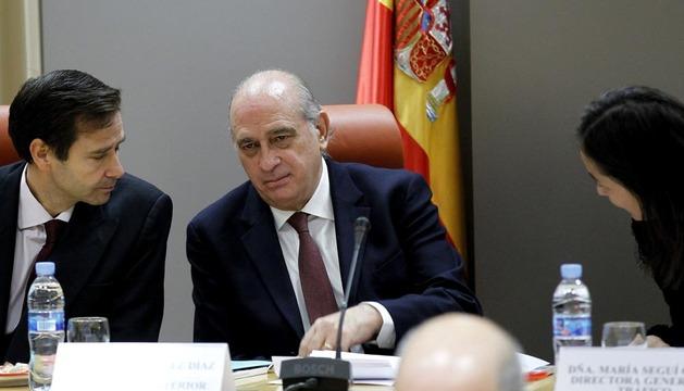 El ministro del Interior, Jorge Fernández Díaz (c), durante el Consejo de Seguridad Vial celebrado este martes