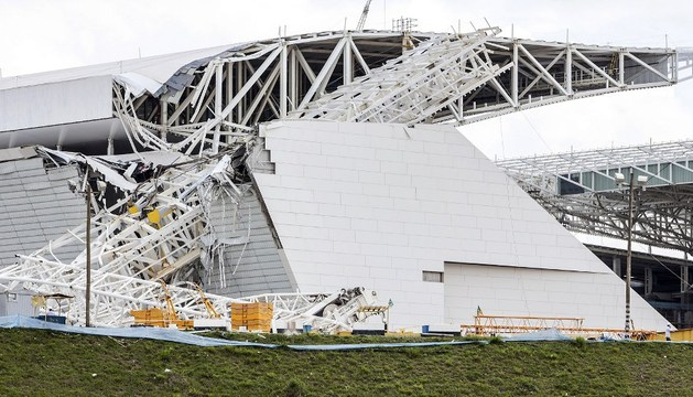El techo del Arena de Sao Paulo, hundido tras el accidente