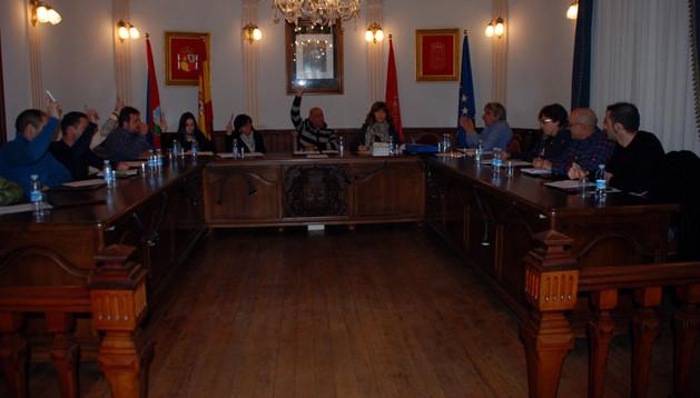 Asistentes al pleno en el que se aprobó el presupuesto para 2014