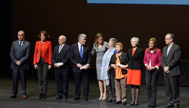 Doña Letizia, junto con los premiados en Baluarte.