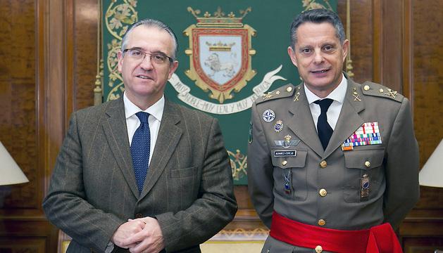 Enrique Maya y el Inspector General del Ejército, el teniente general Ricardo Álvarez-Espejo.