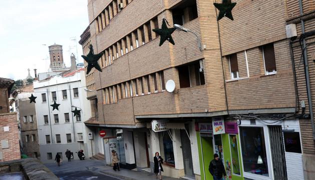 Nuevos adornos colocados en la calle Eza de Tudela
