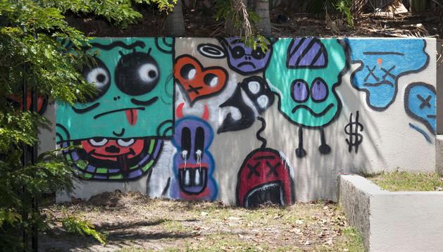 Parte del grafiti que Justin Bieber pintó en un hotel de Australia