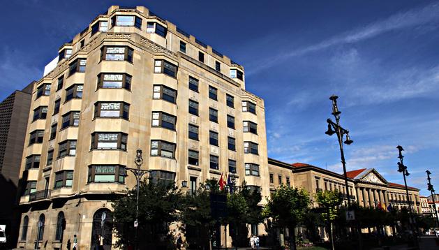 Edificio de la Hacienda Foral y Palacio de Navarra, en la Avenida de Carlos III