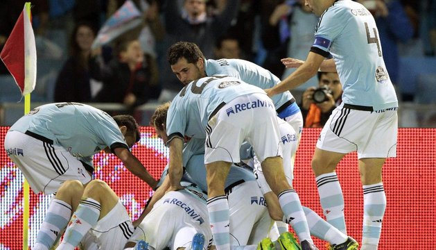 Los jugadores del Celta celebran el segundo gol del partido
