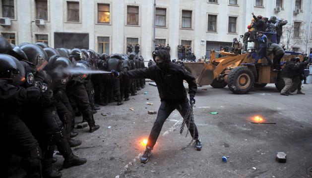 Miles de opositores tomaron la plaza de la Independencia de Kiev para pedir la dimisión del presidente